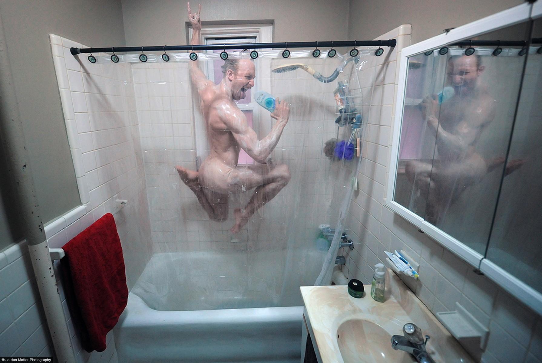 Юные голые девочки в душе 21 фотография